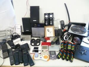 37 Gameboys + NDS + Lautsprecher + Controller Ladegeräte etc KONVOLÚT [DEFEKT]