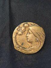 broche medaille art nouveau signe
