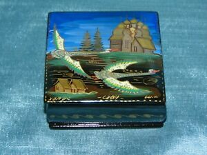 Stunning Russian Lacquer Box Hand Painted Signed - Exquisite Colourway & Design