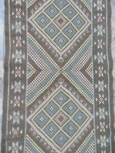 A FABULOUS OLD HANDMADE INDIAN KILIM (160 x 76 cm)