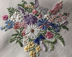 STUNNING VINTAGE LINEN HAND EMBROIDERED TABLECLOTH~BEAUTIFUL FLORAL DISPLAYS