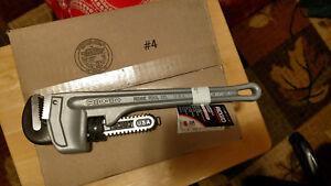 """Ridgid 31095 Aluminum Straight Pipe Wrench 2"""" cap Heavy Duty #814 14"""" BRAND NEW!"""