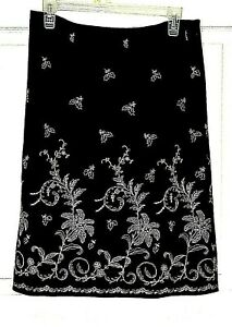Ann Taylor skirt size 8 A-line black lined embroidered side zip