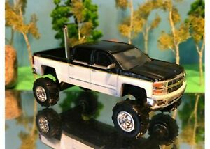 1/64 Custom Lifted Chevrolet Silverado White & Black G5 Lift Kit, Rear Exhaust