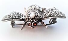 Mozambique Garnet-Mother of Pearl Bee Brooch    925 Silver
