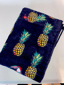NWT Vera Bradley Beach Towel In Pineapple Pattern 🍍TOUCAN PARTY