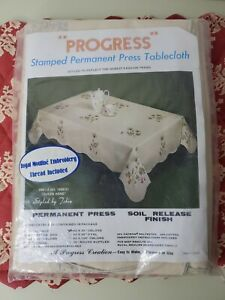 """Progress Stamped Permanent Press Tablecloth #1400/31 """"QUEEN ANNE"""" 60""""x90"""" OBLONG"""