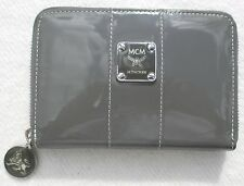MCM Zip-Around Wallet Medium Grey Lack 14 cm Lionskollektion WIE NEU+Box+Towel