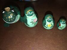 Nesting Family Of Green Frogs Set Of Four Painted Lily Pads Flowers Gold Crown