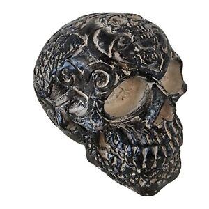 Concrete skull - Black & white