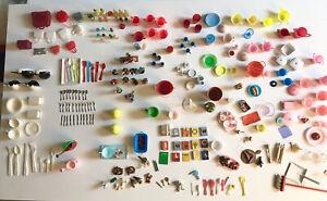 Konvolut Puppenstube, Puppen - Geschirr, Küche, Gebäck, Taschen,Blumen, Küchen