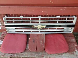 1985-1987 Chevy Silverado Grille W/Turn Signals Original GM Very Nice! 81-87