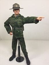 1/6 DID US ARMY DRILL INSTRUCTOR SGT+STAND CAMO CAMPAIGN HAT VIETNAM DRAGON BBI