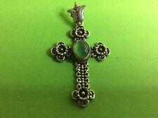 Sehr schönes Kreuz / Edelstahl  / mit einem grünen Stein
