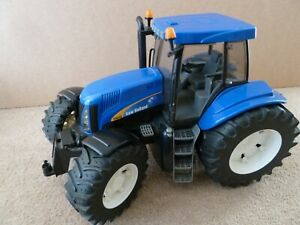 Bruder New Holland tractor 1:16 T8040