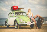 Coccinelle VW sur plage avec femme sur capot rétro coca cola coke - Plaque métal