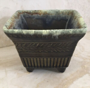 Vintage Hull Art Pottery Planter -1950's - #A2 - SIGNED -Made in USA NEAR MINT
