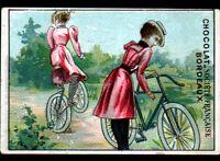 IMAGE CHROMO CHOCOLAT SOCIETE FRANCAISE / BORDEAUX / FEMME à VELO avant 1900