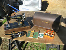 VINTAGE SINGER 99-13 PORTABLE SEWING MACHINE WITH KNEE CONTROL BENTWOOD CASE
