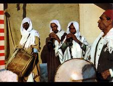 GAFSA (TUNISIE) MUSICIENS AMBULANTS avec FLUTE & TAMBOUR