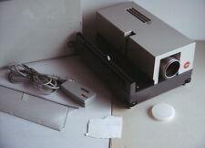 Diaprojektor LEITZ PRADOVIT COLOR 150 mit Objektiv Colorplan 2,5/ 90mm + ori. FB