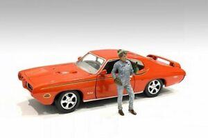 RETRO FEMALE MECHANIC IV 1/24 scale DIECAST CAR AMERICAN DIORAMA 38347