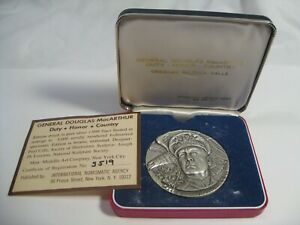 169 gram 1972 Silver Douglas MacArthur Medallion #519/5000 Box & COA.  #4