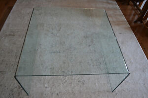 CURVED CLEAR GLASS COFFEE TABLE, MINIMALIST LOOK