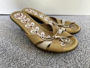 FLY LONDON OPEN TOE HEELS SIZE 4 37 IN NICE CONDITION