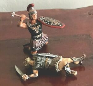 2  Roman legionaries toy soldiers. Wounded soldiers 70mm plastic. Made in Russia