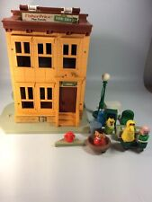 Vintage Fisher Price Little People Play Family Sesame Street #938