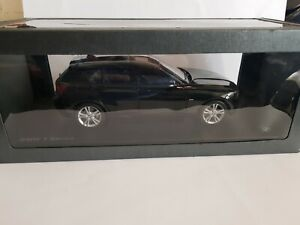 BMW ONE  SERIES  OFFICIAL DEALER MODEL 1:18 SCALE NEW