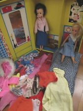 VINTAGE SINDY DOLLS WITH CLOTHES AND TRAVEL CASE HOTEL ROOM