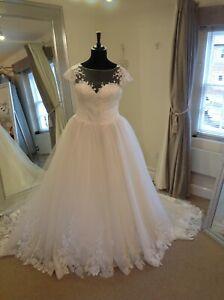Wedding Dress by Justin Alexander Style 88015