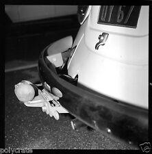 Attache remorque voiture Volkswagen Type 1 coccinelle Ancien négatif photo 1960