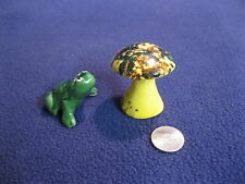Vintage Looking Up Toad Toadstool Salt and Pepper Shakers Ceramic 88