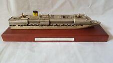 Maquette paquebot COSTA DELIZIOSA métal socle acajou finement détaillée bateau