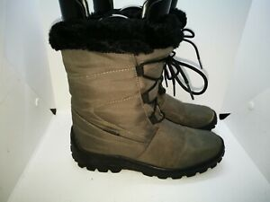 Green lined winter boots size 5