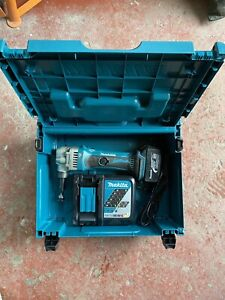 MAKITA LXT 18v NIBBLER BJN161 Great Condition Body, Charger, Batter & Case
