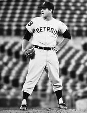 1971 TIGERS ACE MICKEY LOLICH IN HIS PRIME 8x10
