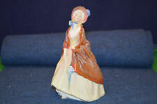 Figurine Elizabethan Royal Doulton Porcelain & China