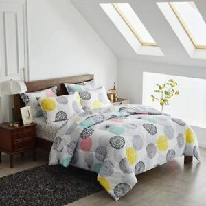 Uozzi Bedding Bed in a Bag 7 Pieces Queen Size Yellow Navy Green Triangles Print