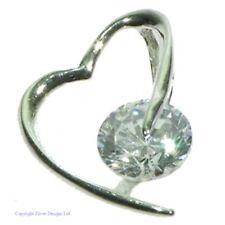 Cubic Zirconia Y Plata pequeños Corazón Colgante Con Cadenilla ZDP1720
