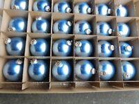 24 Weihnachts / Christbaumkugeln Glas 8 cm Durchmesser Hellblau - glänzend
