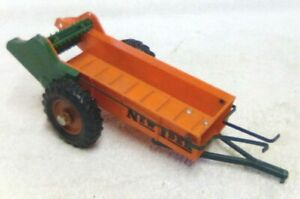 VINTAGE 1950 PRODUCT MINIATURES NEW IDEA 1/16 TRACTOR SPREADER FARM TOY #2