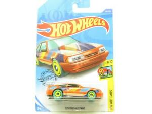 Hot Wheels 92 Ford Mustang Art Cars 90/250 Long Card 1 64 Scale Sealed New