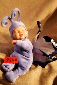 Peluche/poupée n°Q144: BB papillon violet ANNE GEDDES 25cm env.