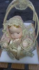 Vecchia bambola con carillon funzionante