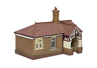 Bachmann 44-090C OO Gauge Bluebell Waiting Room and Toilet Crimson and Cream