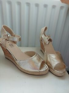 BNWOB Gold Mid Wedges/Sandals 4